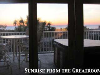 Luxury Ocean Front Condo-Jacuzzi, Deck, Great View, Isla de Tybee