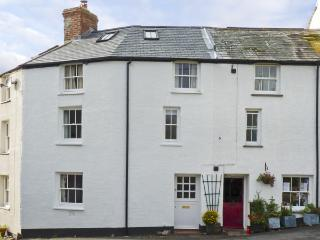 CORNER COTTAGE, family friendly, character holiday cottage in Stratton, Ref 4318