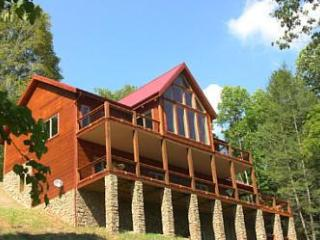 Sleeps 14. Lake access, Mtn & Water Views, Canoe, Boatslip, HOT TUB. near Boone!