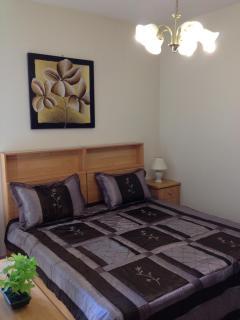Double/Twin Bedroom w/ensuite Shower-Room