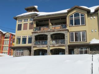 Big White 2 BR & 4 BA House (#4 - 5095 Snowbird Way SOUTHPT4)