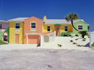 Gorgeous, Colorful 2 Bd/2Bth Beach House Directly on Ocean, Daytona Beach