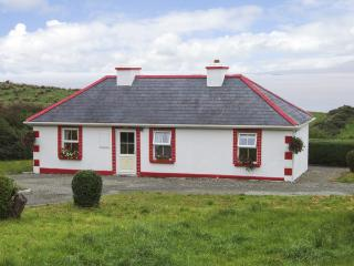 THORNTON'S COTTAGE, family friendly, character holiday cottage, with a garden in Tully, County Galway, Ref 4373