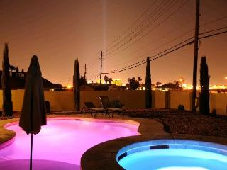 777RENTALS - South Strip Estate  - Casita, Pool, Las Vegas