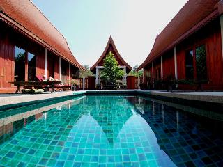 Green Gecko: private pool,Thai food + authenticity