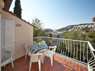Apartment Stella-  Ideal Location with free parking and free wi fi