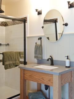 Hall bath with standing shower