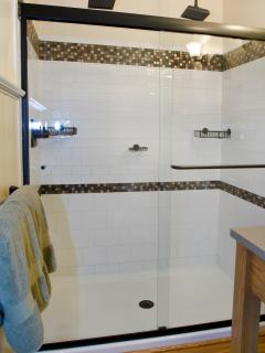 Hall bath shower with rain shower heads