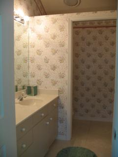 Twin bedroom suite- bathroom