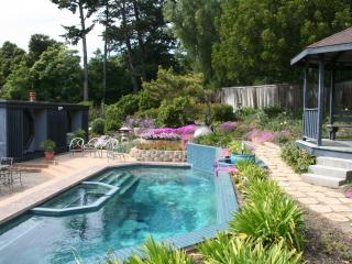 FAMILY POOLSIDE HOME near Downtown-Discounts for 4!, Santa Barbara