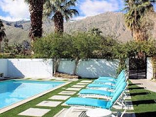California Way - 8 Bedrooms - 2 Pools!, Palm Springs
