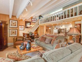Absolutely Luxury Condo - Walk to Lifts and Town, Breckenridge