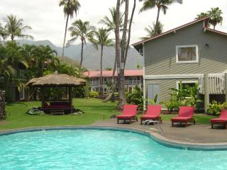 Great Location! Beautiful Ground Floor End Unit, Lahaina