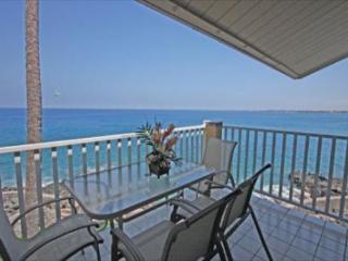 Sea Village 3317 - 1 bedroom, DIRECT OCEANFRONT, Top Floor, BREATHTAKING VIEW, Kailua-Kona
