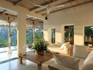 Lounge overlooking the 180 degree jungle valley