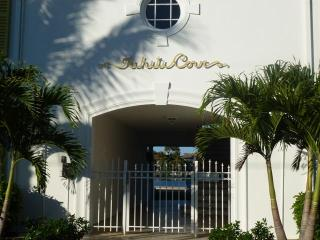 Tahiti Cove -Waterfront Condo-Walk to Everything, Delray Beach