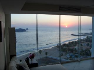 BVG Marina - Unbelievable Beachfront Luxury & Ocean Views! (No Additional Fees), Ixtapa