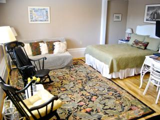 Cottage Main Room-Queen bed with double futon
