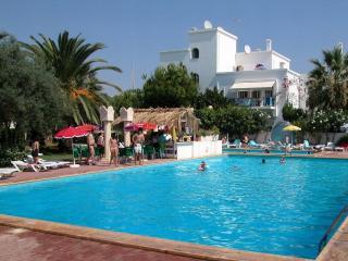 Tavira Algarve 2-bed 2-bath A-C pools tennis WiFi