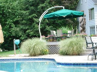 SPECIAL June 23-28 *  $2298 * NEW country kitchen * POOL * large screened proch