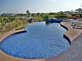 Casa Juan Miguel, 4bdrm ocean view home with discounted golf for guests