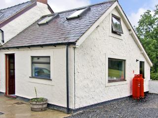 CELYN COTTAGE, romantic, country holiday cottage, with a garden in Pentre Celyn,
