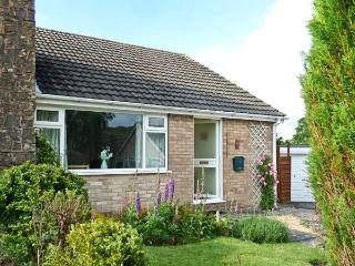 LINBERY, country holiday cottage, with a garden in Oakerthorpe, Ref 3956