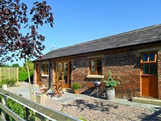 MALTKILN COTTAGE AT CROOK HALL FARM, romantic, luxury holiday cottage, with a