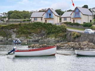PULROSE, family friendly, with a garden in Bull Bay, Isle Of Anglesey, Ref 3967