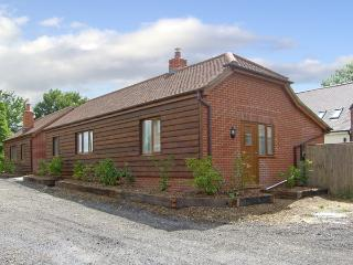 SWIFT COTTAGE, family friendly, country holiday cottage, with a garden in