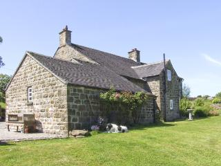 WILLOW HOUSE COTTAGE, pet friendly, country holiday cottage, with a garden in Winkhill, Ref 4095