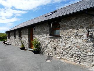 YR HEN BEUDY, family friendly, country holiday cottage, with a garden in