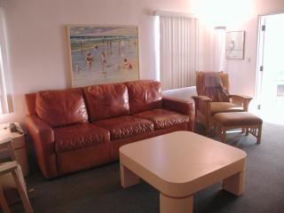 2656 Ocean Fron Walk, Living Room