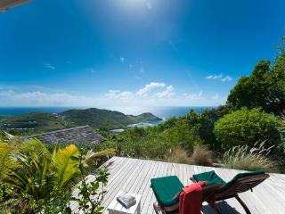 Located in the peaceful area of Vitet with a panoramic view over the Bay WV OCT, St. Barthelemy