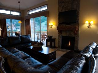 5 Star Ski/Out, 4BD VIEW Luxury Condo w/ hot tub!, Park City