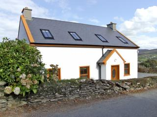 MARY AGNES COTTAGE, pet friendly, with a garden in Allihies, County Cork, Ref 43