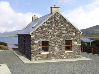 CAHIRKEEN COTTAGE, pet friendly, with a garden in Allihies, County Cork, Ref 435