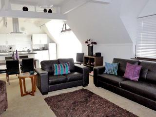 THE COTTAGE, family friendly, country holiday cottage, with pool in Grafham, Ref