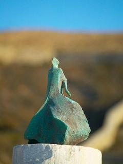 Signature Villa Galaxy's art: Woman of the North sculpture, commissioned to Melios.