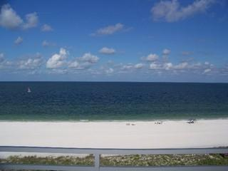 Direct Beachfront Remodeled 2 bedroom sleeps 6, Isla Marco