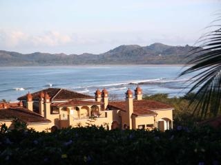 Casa de Murales- Right on Gorgeous Tamarindo Beach