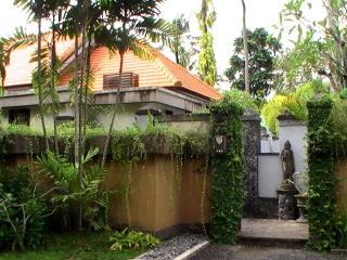 on the left villa Oranye