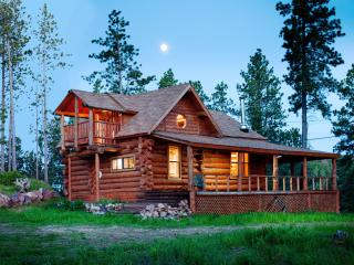 Mountain Crest - Unique, Hand-Hewn Log Cabin Views, Deadwood