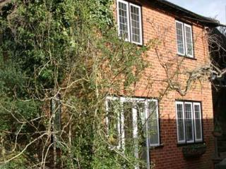Thieves Garden - Serviced, Self Catering Apartment, Maidenhead