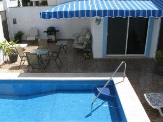 Casa Don Rosa II - Large Pool, Open Layout, Four Blocks to Ocean, Cozumel