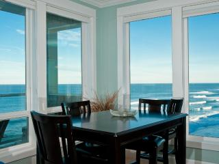*Promo!* Oceanfront Luxury Condo - Private Hot Tub, Indoor Pool, HDTV, WiFi