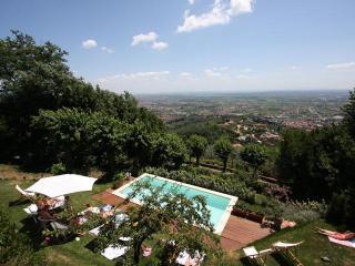 Luxury villa, panoramic Pool, A/C, walking village, Montecatini Terme