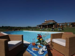 Elegant Villa in Cortona, Ideal for Large Groups and Weddings