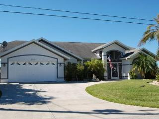 House Waterside with 4 bedrooms and a pool, Cape Coral