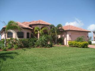 House Caribbean Island with pool and Spa nice view, Cape Coral